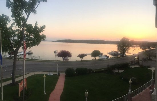 Bella Vista Suites : Here's the Bella Vista's lakeside room view on the balcony in Lake Geneva!