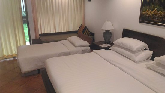 Karon Sea Sands Resort & Spa: Deluxe room at ground floor