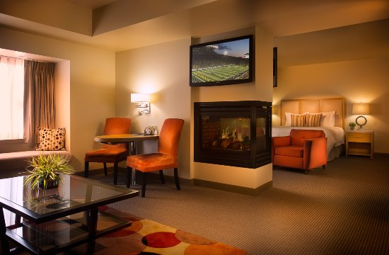 Inn at the 5th: Junior King Suite - Room 220