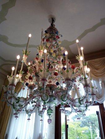 Lampadario di vetro di Murano dai mille colori - Picture of Villa ...