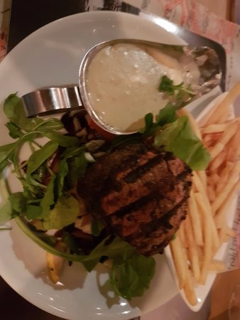 Melkbosstrand, Sudáfrica: Good fillet steak partially hidden by rabbit food / leaves