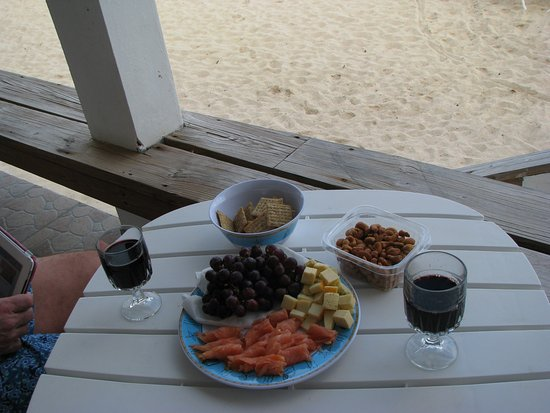 Beachside Villas: Snacks from home- enjoyed on the deck.