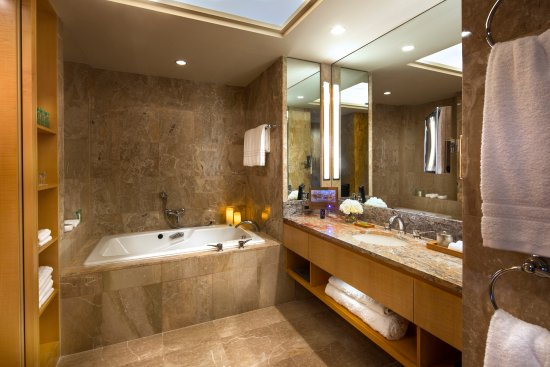 Four seasons hotel new york updated 2017 prices - Average cost of a new bathroom 2017 ...