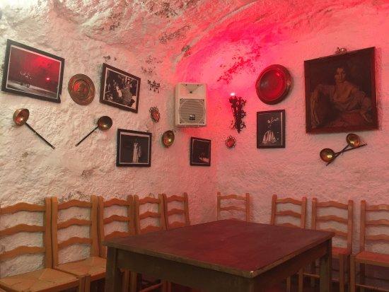 Cuevas Los Tarantos : photo1.jpg