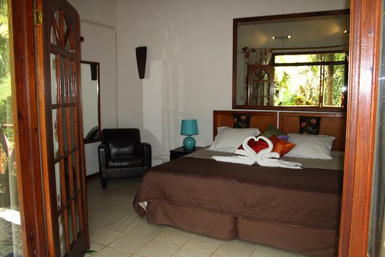 Marigot, Dominica: one of the upgraded rooms