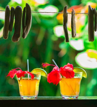 Marigot, Dominica: Rum punch at the bar