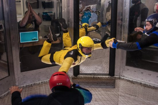 Perris, Califórnia: first time skydiving indoors