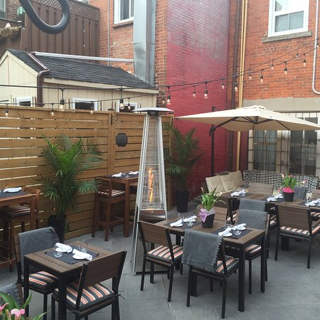 Georgetown, Canada: Patio season!