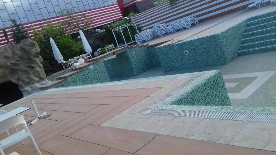 Tsarsko Selo Spa-Hotel: Outdoor pool was not filled with water