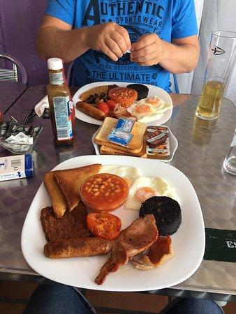 An Caisteal: Full English 'Scottish' breakfast 😍