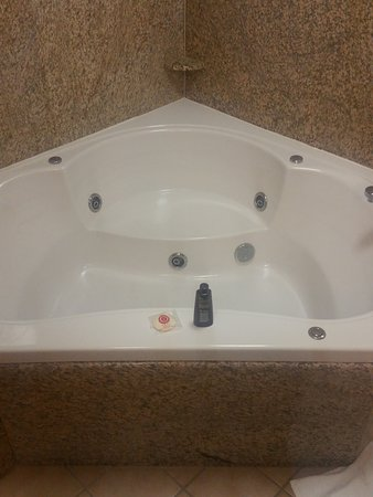 Comfort Suites DFW N/Grapevine: two person Jacuzzi tub