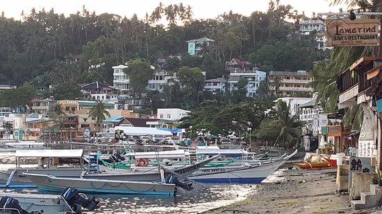 Atlantis Dive Resort Puerto Galera: Vista a partir do bar de praia