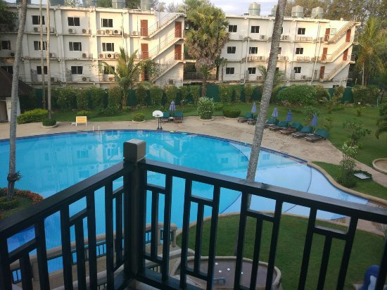 Amora Beach Resort: deluxe room pool view