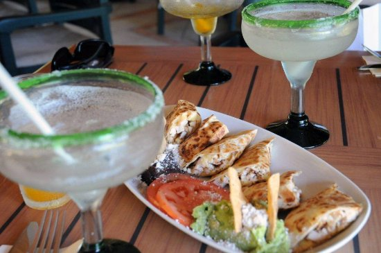 Cozumel Country Club : CHICKEN QUESADILLAS AND MARGARITAS
