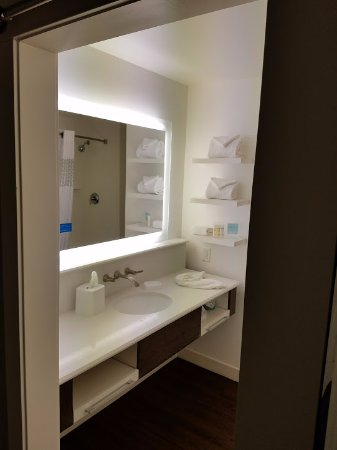 Cape Girardeau, MO: Bathroom entry.