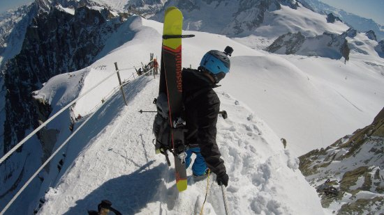 Vallee Blanche: Walking down from the top of Aiguille du Midi