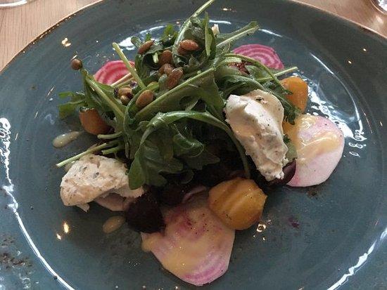 Los Altos, Καλιφόρνια: Happy Boy Farms Beet and Arugula Salad, $12