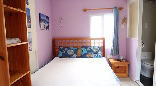 Royal Saigon Guesthouse: Standard Double Room (12sqm) with TV, Aircon, Refrigerator, Window, Safe & Shower Amenities. (Qu