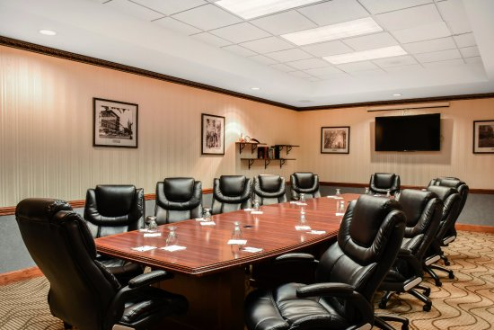 Comfort Suites: Board Room - Seats up to 12