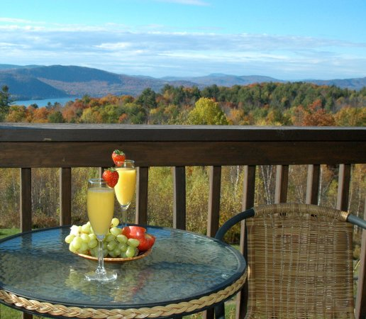 A Newfound Bed & Breakfast: Weather permitting breakfast outdoors!!!