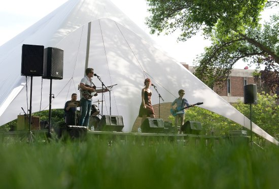 Winona, MN: FREE Concerts on the Green every Friday and Saturday during the Season at 5:00 p.m.