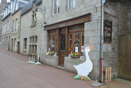 Villedieu-les-Poeles, France: il negozio da fuori