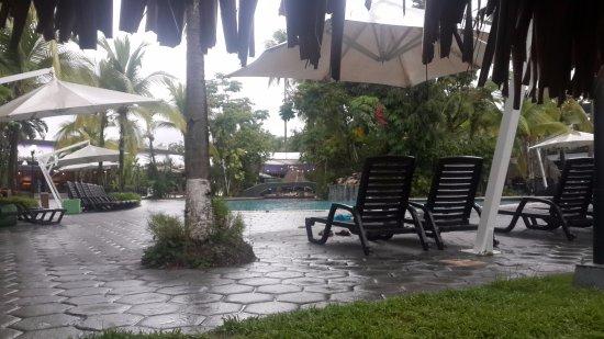 Riande Aeropuerto: Una tarde luego de la lluvia...