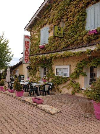 Sennece-les-Macon, France: vue de l'Auberge