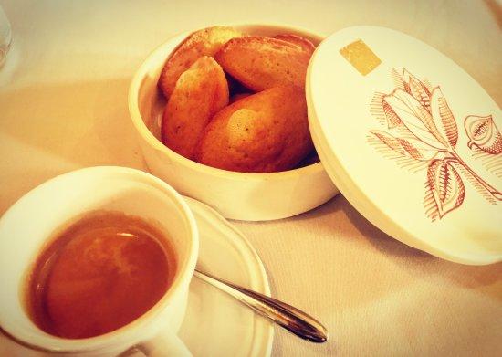 Valbonne, ฝรั่งเศส: mignardise et café