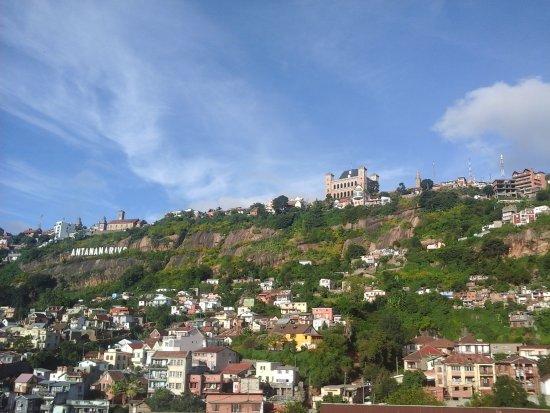 Tanàna Maeva : La colline de Manjakamiadana et le palais de la Reine