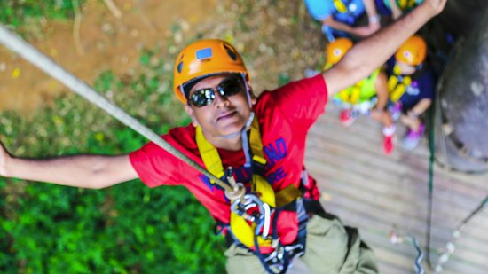 Flying Hanuman Zipline Experiencia: transfer from upper platform to lower one