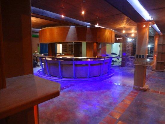 Santo Domingo, Wenezuela: Bar El Labrador en Mundo 150 Pizzas