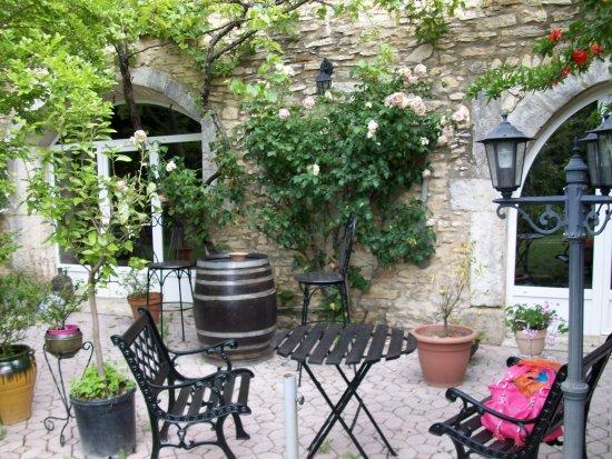 Piolenc, Francia: Terrasse pour prendre un verre