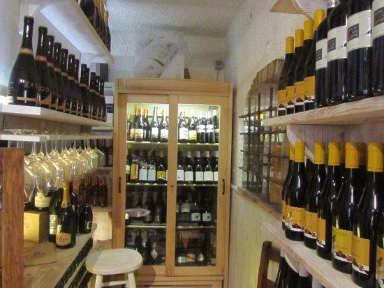 Codogne, Italie : Buona scelta di Vini.