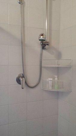 Gambassi Terme, Italia: ducha de telefono
