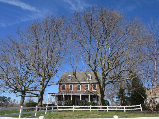 Delanco, NJ: House along Newton's Trail along the Rancocas Creek