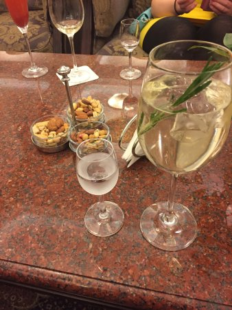 Radisson Royal Hotel Moscow: drinks at lobby bar