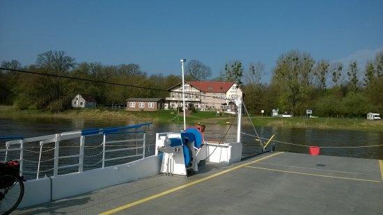 Elbterrasse Worlitzer Winkel: The Hotel from the ferry