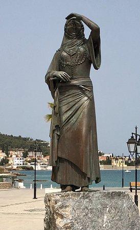 Άγαλμα της Μπουμπουλίνας