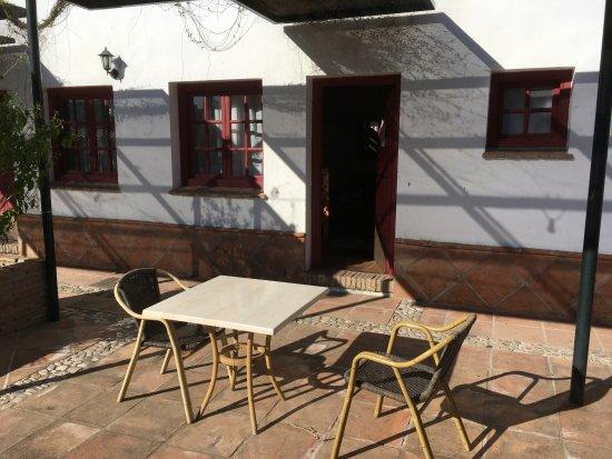 Pizarra, España: het terrasje voor onze kamer