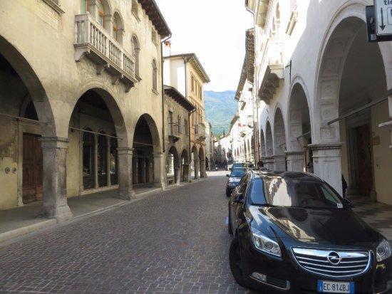 Via Martiri della Liberta: palazzo Brocca a sx e palazzo Sarcinelli a dx