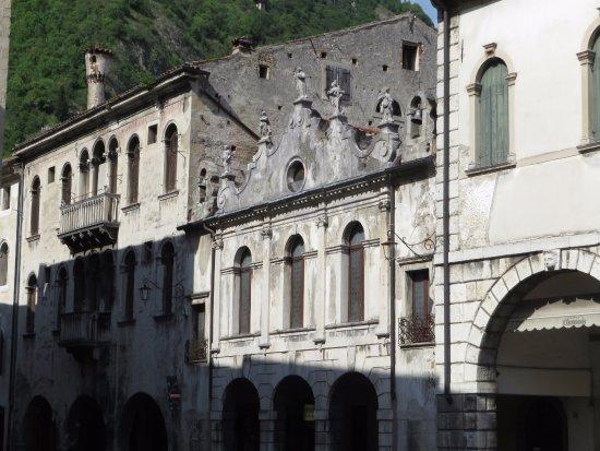 Via Martiri della Liberta: cappella Palatina