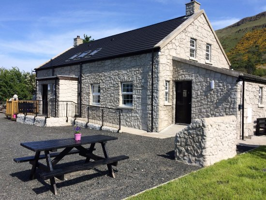 Glenariff, UK: Holiday Cottage with safe enclosed Family area