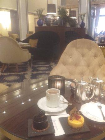 Excelsior Hotel Ernst: Sonntags Cafe bei Piano Musik von Robin Meloy Goldsby