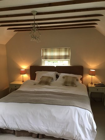 The Barn, Woodview: Room 1 Queen Bed