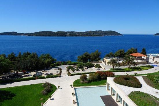 Sun Gardens Dubrovnik: vue directe depuis les balcons des restos et des chambres