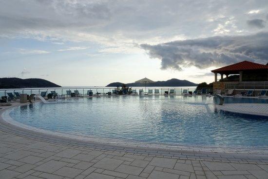 Sun Gardens Dubrovnik: Une des 4 piscines extérieures