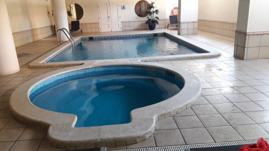 Jacuzzi et piscine photo de luna park hotel malgrat de for Piscine jacuzzi