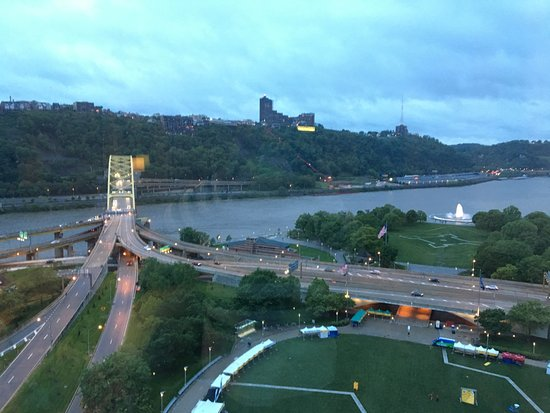Wyndham Grand Pittsburgh Downtown: View from our room!  It was awesome!