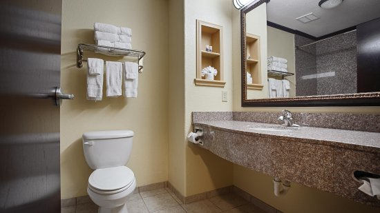 Athen, TX: Bathroom